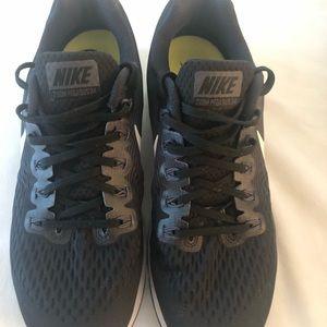 Nike Zoom Pegasus 34 Running Sneakers